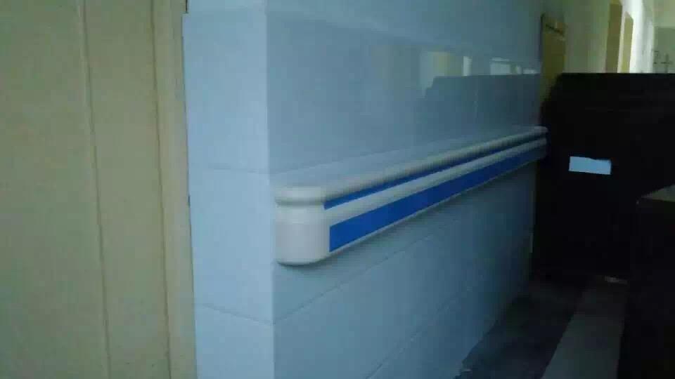 【泉州】客户安装PVC防撞扶手来提升安全指数