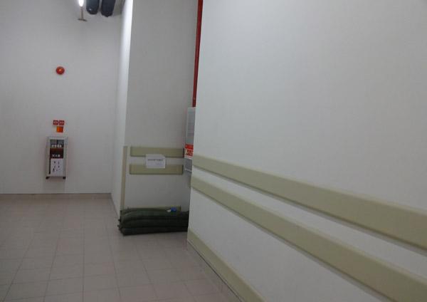 【浙江项目】米白色PVC防撞护墙板性能出众,外表美观