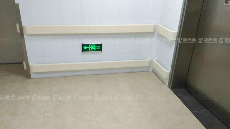 【深圳】联投东方万怡酒店安装了双层白色的PVC扶手