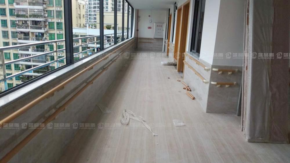 【广州市】海珠区广海养老院里配套了完善的无障碍设施产品