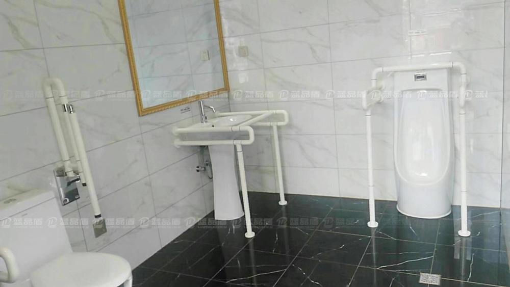 【湖南】张家界旅游景区公厕内的无障碍扶手也是一道美丽的风景线