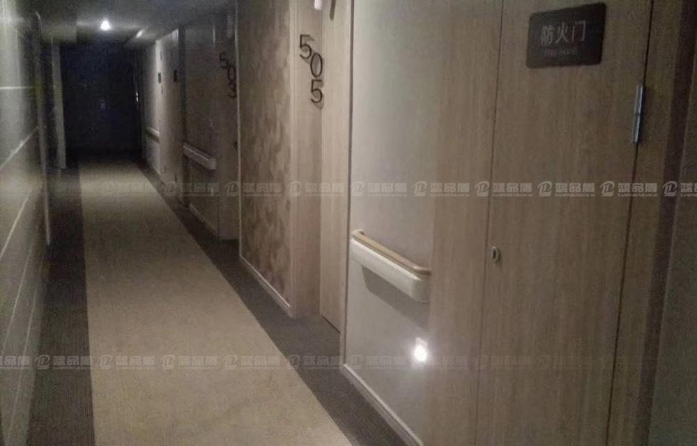 【四川】成都绿地集团康养酒店走廊里的PVC扶手相当漂亮