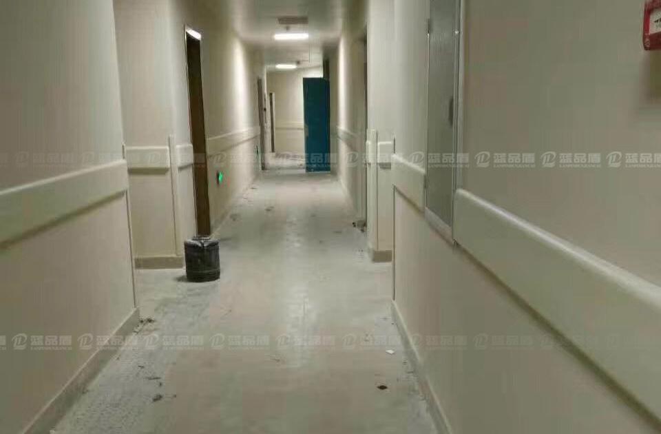 【韶关市】武江区摩尔城酒店后勤区里的防撞护墙板,蓝品盾送货到工地