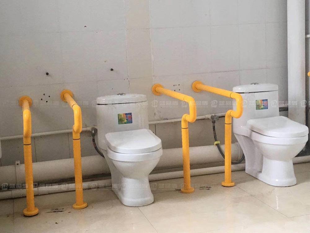 【广东】韶关始兴残疾人联合会康复中心里的尼龙走道扶手、卫生间扶手