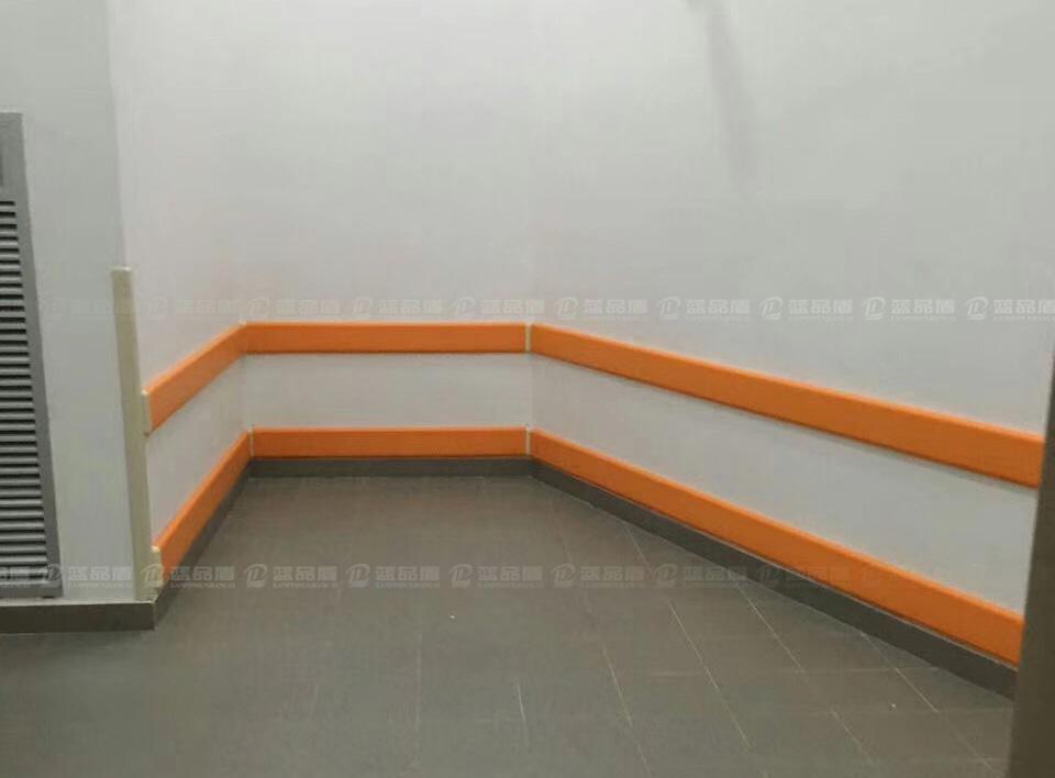 【广州】南沙岭南花园度假酒店里的防撞护墙板完工现场图