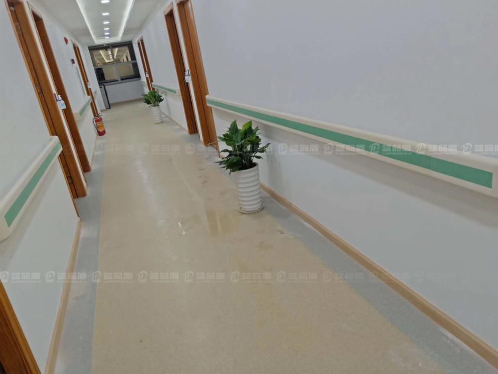 【广西】南宁市横县人民医院里的PVC扶手,这个颜色真的漂亮