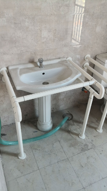 山东潍坊市虞河壹号商务大厦卫生间里安装的什么样的扶手呢?