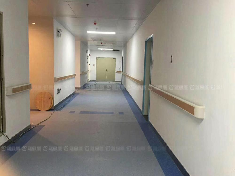 【广东】汕尾市海丰县深汕北大医院靠墙楼道扶手白枫木的很好搭配