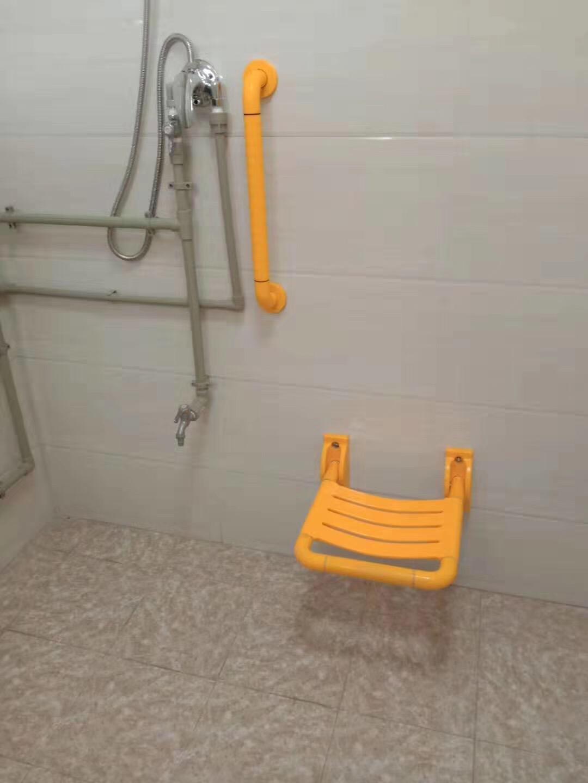 【广西】钦州枫叶红养老服务中心里拥有完善的无障碍扶手产品