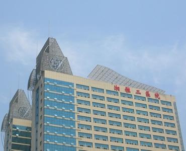 【湖南】长沙湘雅二医院安装品通防撞扶手,美观漂亮