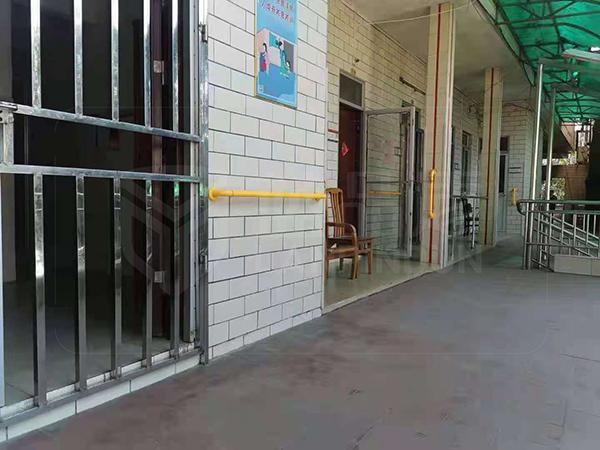 如何选购扶手看看广州市黄埔区龙头山寿星院的扶手就明白了【蓝品盾】